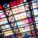 Vitral en el techo de la Plaza Central (Rescatado del edificio original) © Plataforma Urbana.