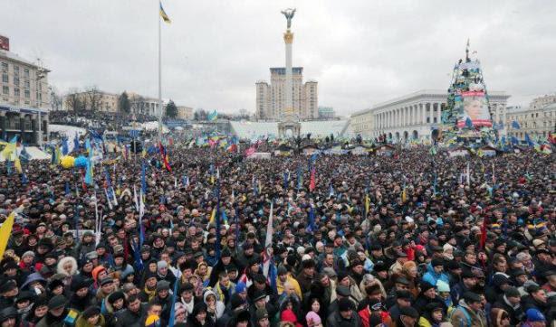 """Protestas en Ucrania en contra de Rusia: derriban estatua de Lenin en Kiev Los manifestantes gritan: """"Abajo miseria comunista"""", consideran la adhesión de Ucrania a la Unión Aduanera de exrepúblicas soviéticas, una """"catástrofe"""""""