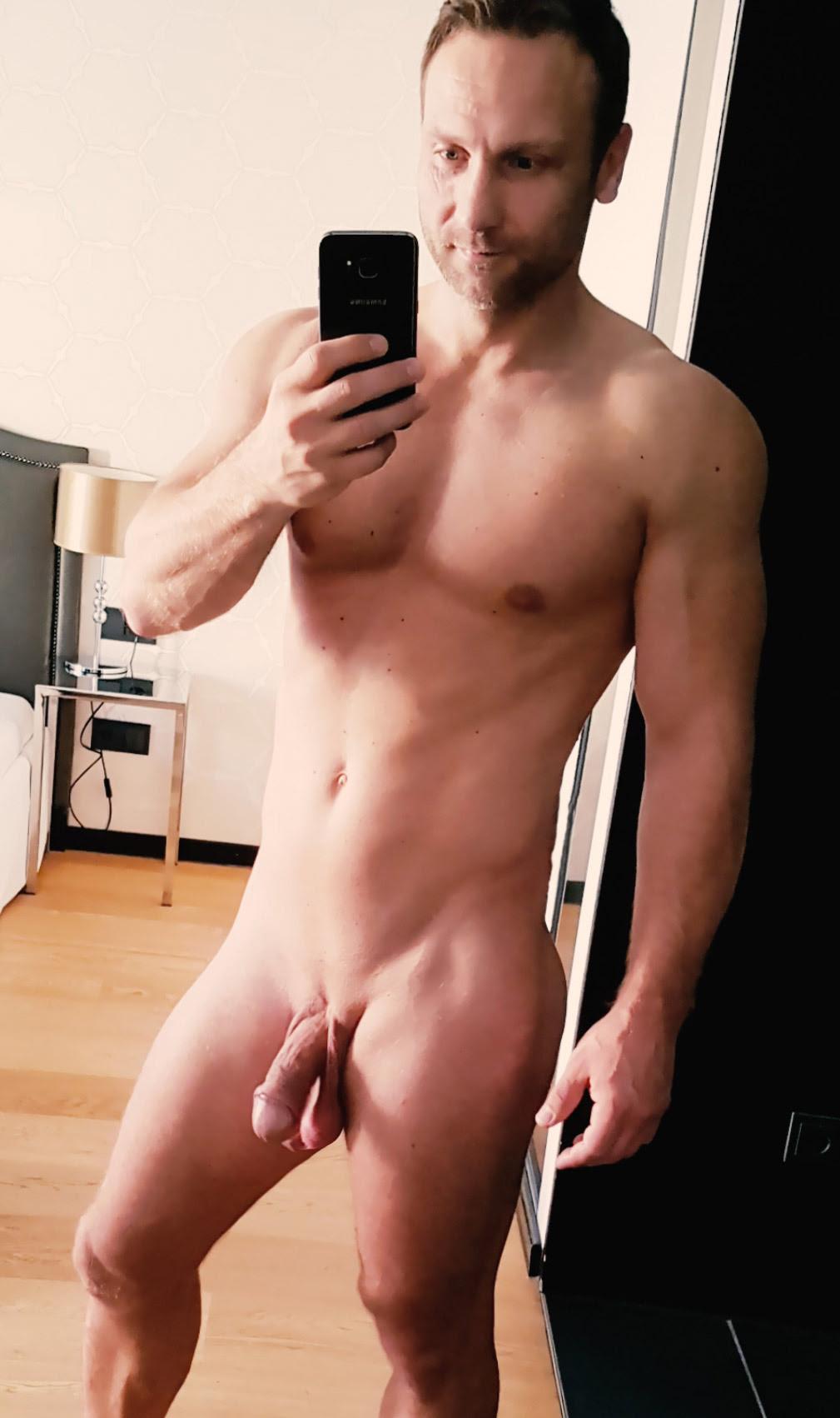 Sfbarefeet The Naked Selfie Snap Away Guys-9445