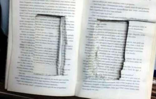 Bíblia escondia celulares em cadeia