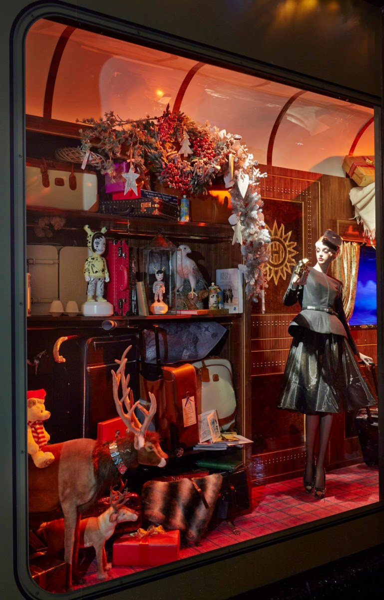 best-window-displays_harrods_2013_christmas_the-harrods-express_05