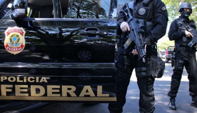 Agentes federais em operação