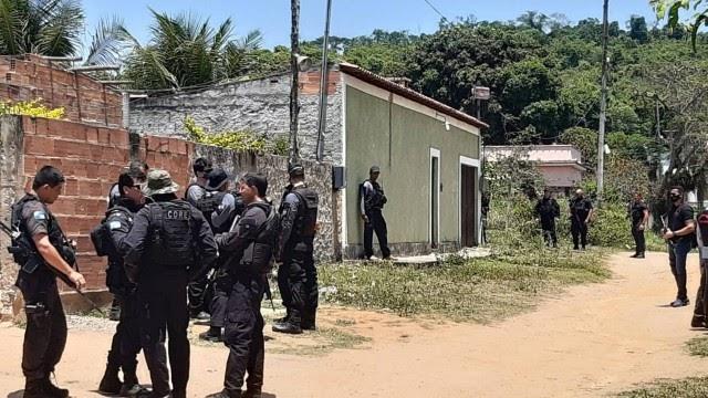 'Foi uma coisa desumana, cruel', diz pai de João Pedro, que acompanha reconstituição da morte do adolescente