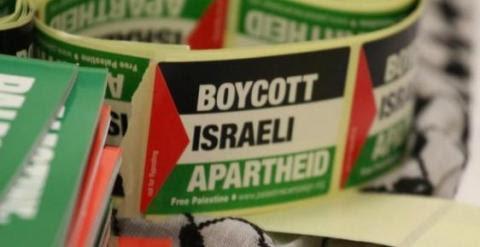 Pegatinas de la campaña de boicot al apartheid israelí./ Foto Tapash Abu Shaim/Palestine Solidarity Campaign UK vía Facebook