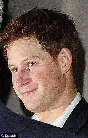 Aposto que você está ansioso para as Bahamas!  Harry olha adicional pálido em comparação com o amigo Beckham