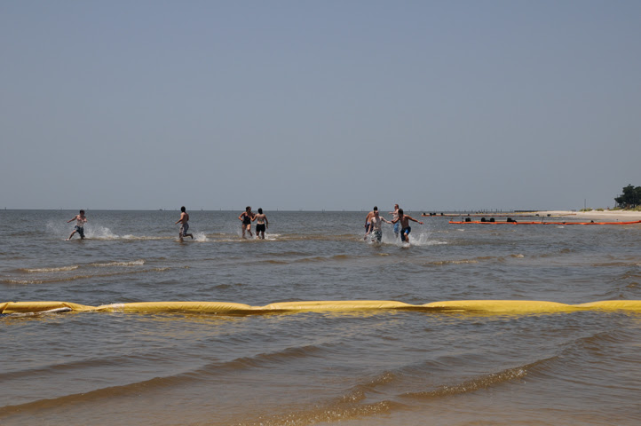 bathers in oiled water_1327 web