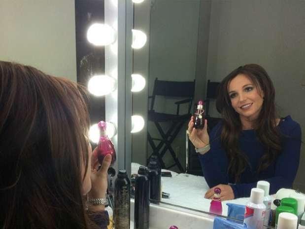 A cantora fez pose em frente ao espelho para fazer propaganda de seus novos perfumes Foto: @britneyspears/Instagram / Reprodução