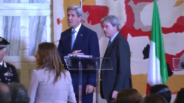 فریاد خبرنگار زن ایتالیایی بر جان کیری: «داعش را شما ایجاد کردید»