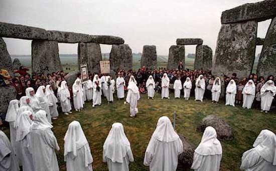 http://www.crystalinks.com/druids_stonehenge.jpg