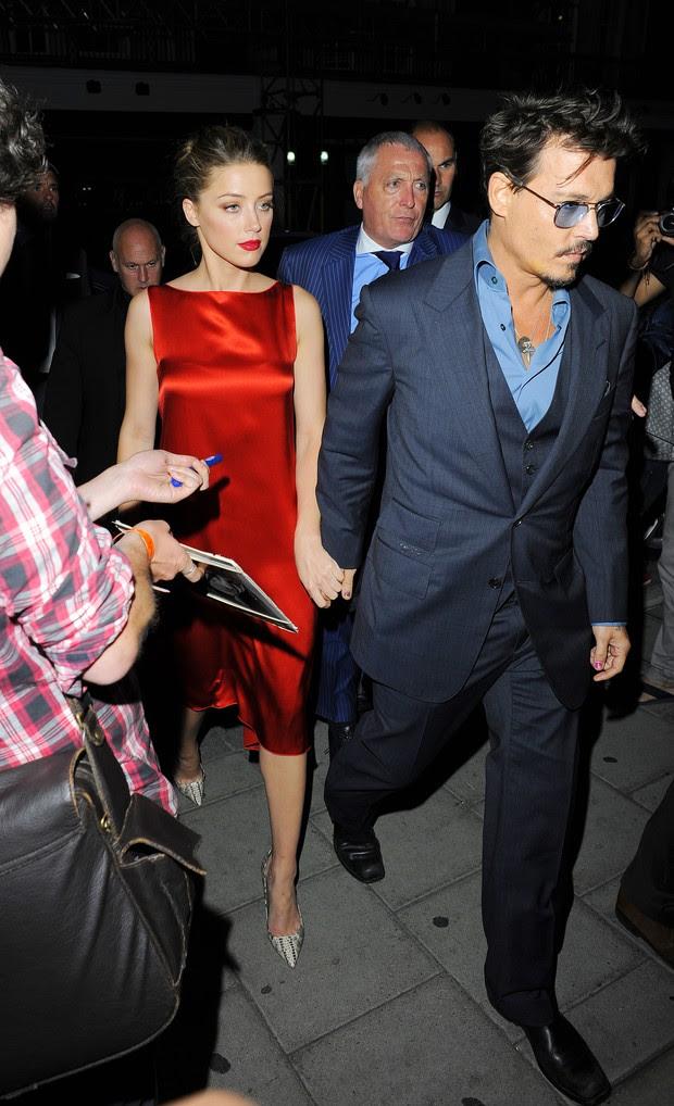 Johnny Depp com a namorada (Foto: Agência/ Grosby Group)