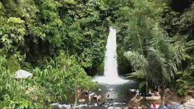 menikmati pesona keindahan air terjun Sengkuang Bengkulu
