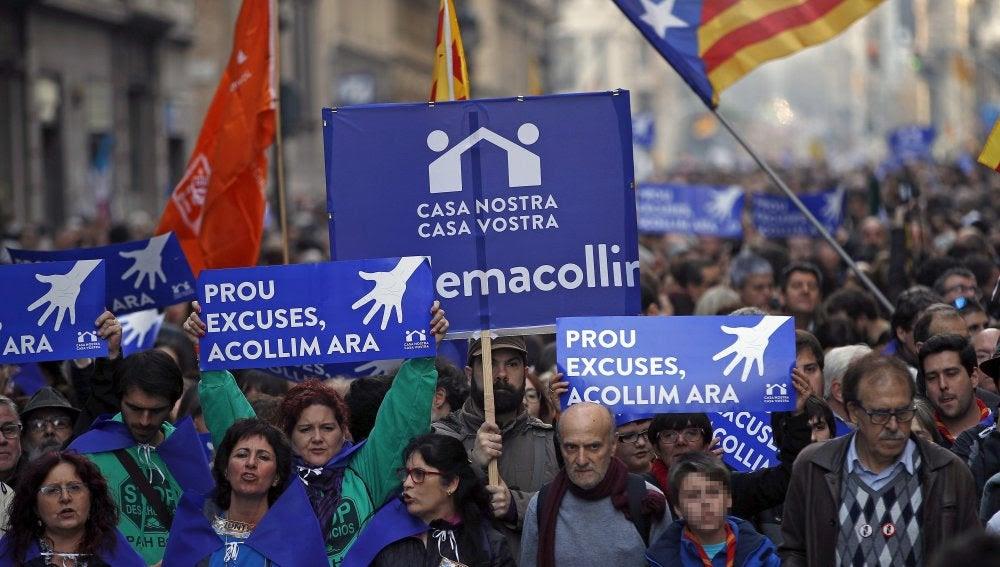 Image result for Manifestación en Barcelona en favor de la acogida de refugiados   Spanish Revolution