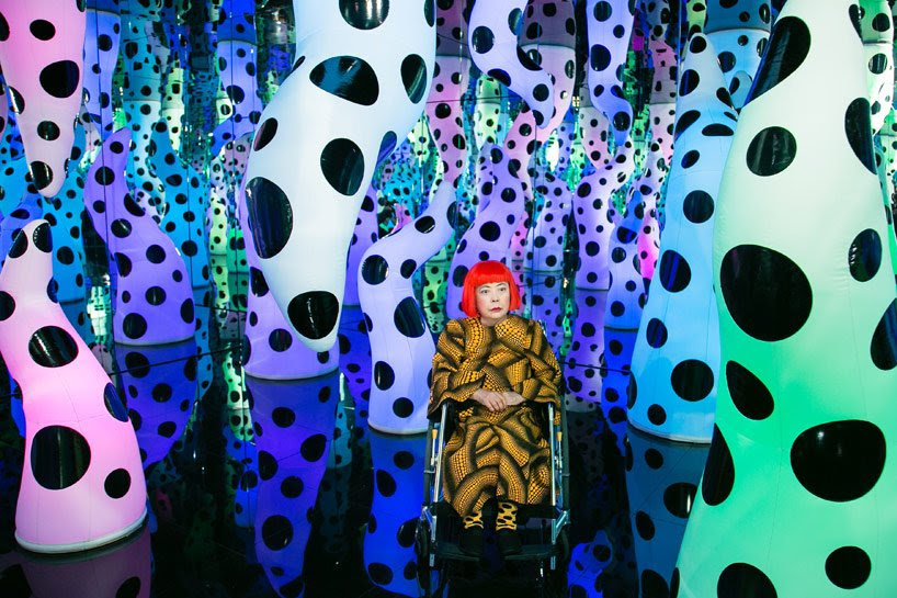 yayoi kusama exhibits dizzying infinity rooms and paintings
