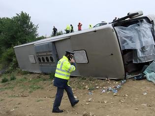Τροχαίο δυστύχημα στην Κρήτη: Ανετράπη λεωφορείο μετά από σύγκρουση με ΙΧ