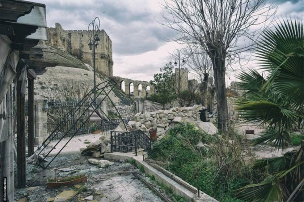 Prédios danificados nos arredores de Aleppo revelam marcas da guerra  (Foto: Arquivo Nacional de Aleppo/ BBC)