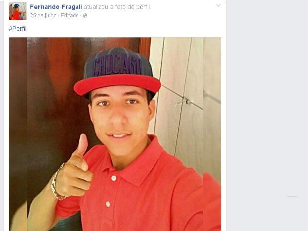 Polícia investiga morte de jovem após ser atingido por apagador (Foto: Reprodução/Facebook)