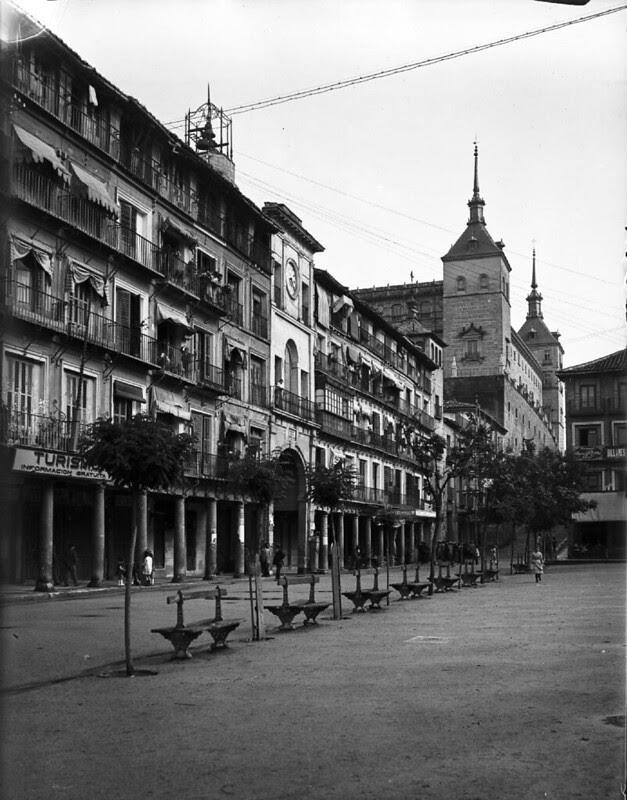 Zocodover en los años 20. Fotografía de Otto Wünderlich. © Fototeca del Patrimonio Histórico