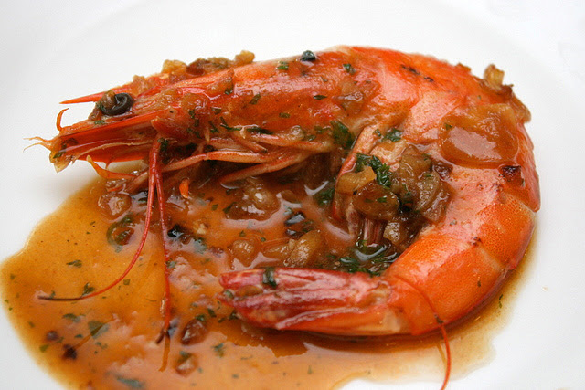 Gambas al txoko de Inmanol - Shrimp sauteed with onion and garlic
