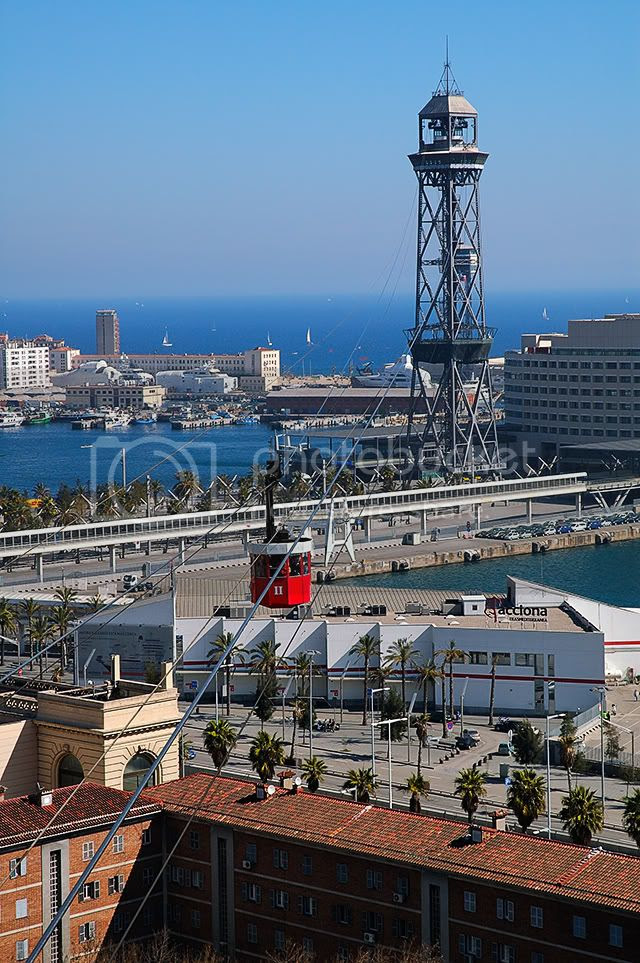 Cross-Harbor Cable Car in Barcelona, Spain [enlarge]