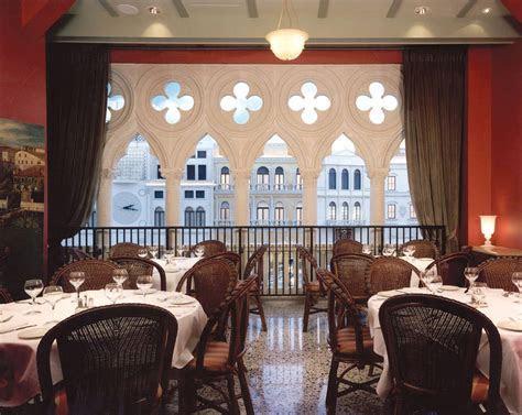Ultimate Vegas Wedding Venue Guide: Restaurants for Small