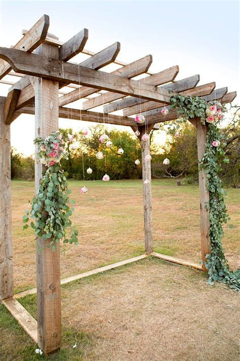 WOW! Pergola & DIY Eucalyptus Garland With Floral Hanging