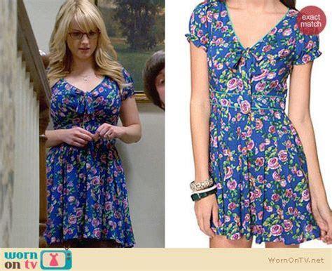 WornOnTV: Bernadette?s blue rose print dress with bow