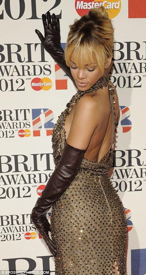 Tudo o que reluz é ouro: Rihanna levou para casa o prêmio de Artista Internacional Feminino Solo no show chamativo