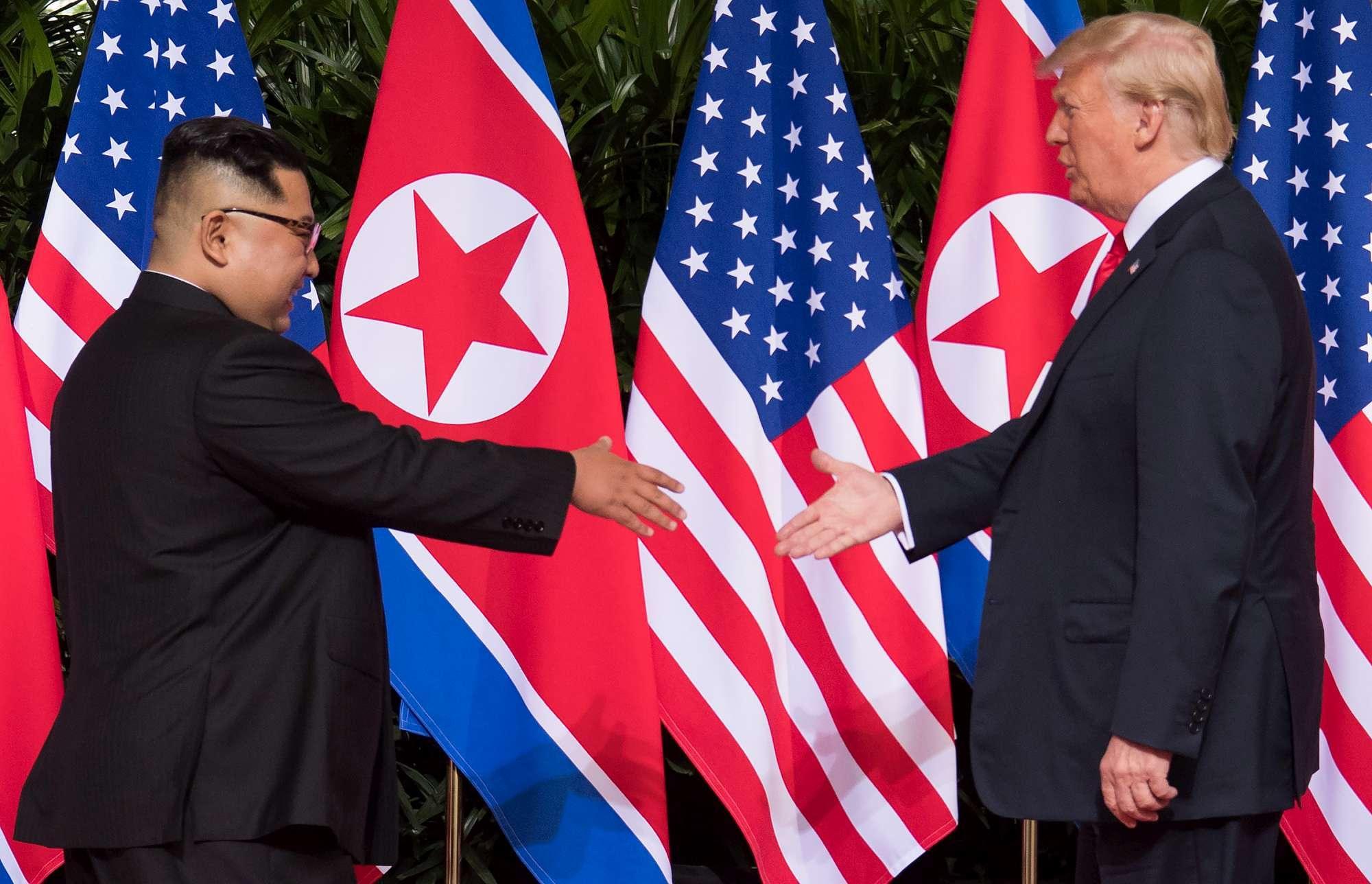Singapore, Kim a Trump:  Nice to meet you Mr. President