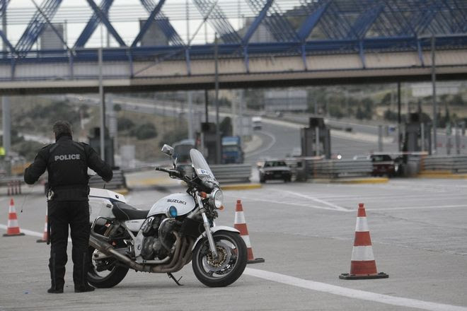 """Αποτέλεσμα εικόνας για """"Ρουβίκωνες"""" έκαναν γυαλιά-καρφιά τα διόδια Κιάτου στην Εθνική Οδό"""
