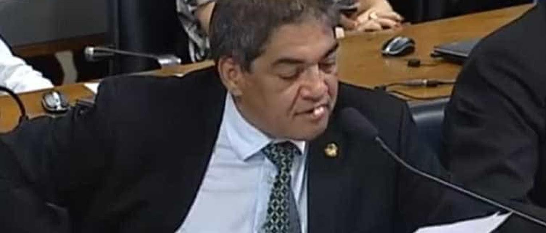 Resultado de imagem para Dentes de senador caem durante fala em Comissão; veja o momento