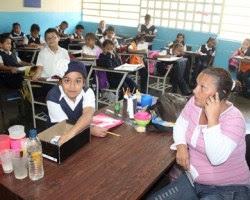Alumnos se preparan para deslumbrar en las comparsas escolares