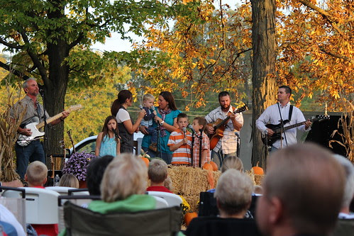 IMG_2901_The_Schwartz_Family_Singing_at_Hooley_Ranch_Gospel_Sing