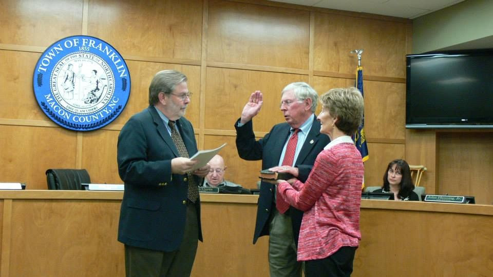 Bob Scott being sworn in as Mayor of the Town of Franklin