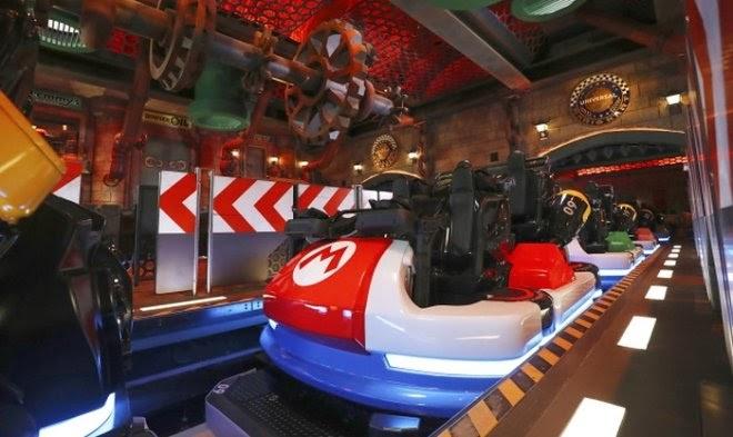 В сети появился ролик 20-минутной поездки на официальном атракционе Mario Kart