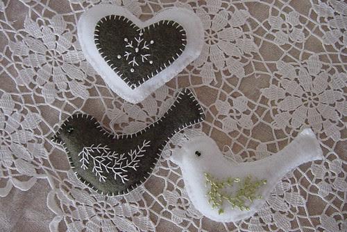 Felt birds heart 01