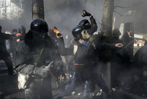 Παραστρατιωτικοί διαδηλωτές