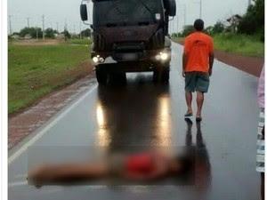 Garota estava deitada na RR-205 quando foi encontrada por uma mulher que passava pelo local (Foto: Arquivo pessoal)