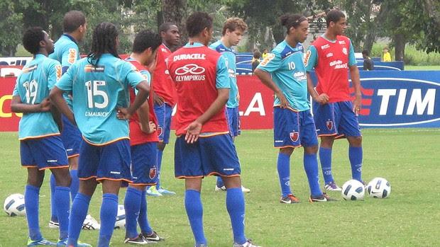Salários atrasados há dois meses incomodam jogadores (Fabio Leme / Globoesporte.com)
