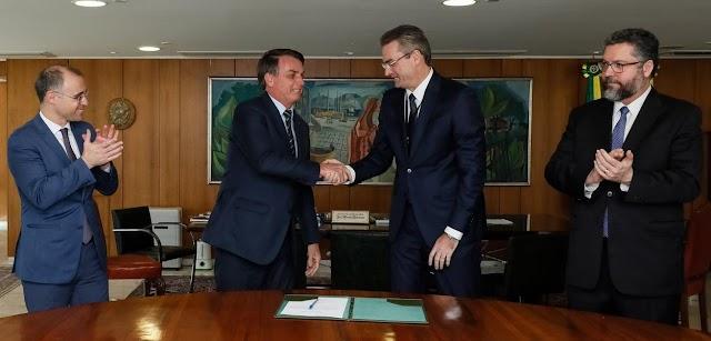 Novo chefe da PF toma posse meia hora depois de ser nomeado por Bolsonaro