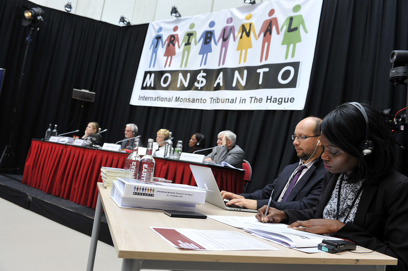 Judges, witnesses and experts gather for the first session of the People's Assembly, the hearings of the Monsanto Tribunal at the Hague in the Netherlands. (Photo: Monsanto Tribunal Follow/flickr/cc)