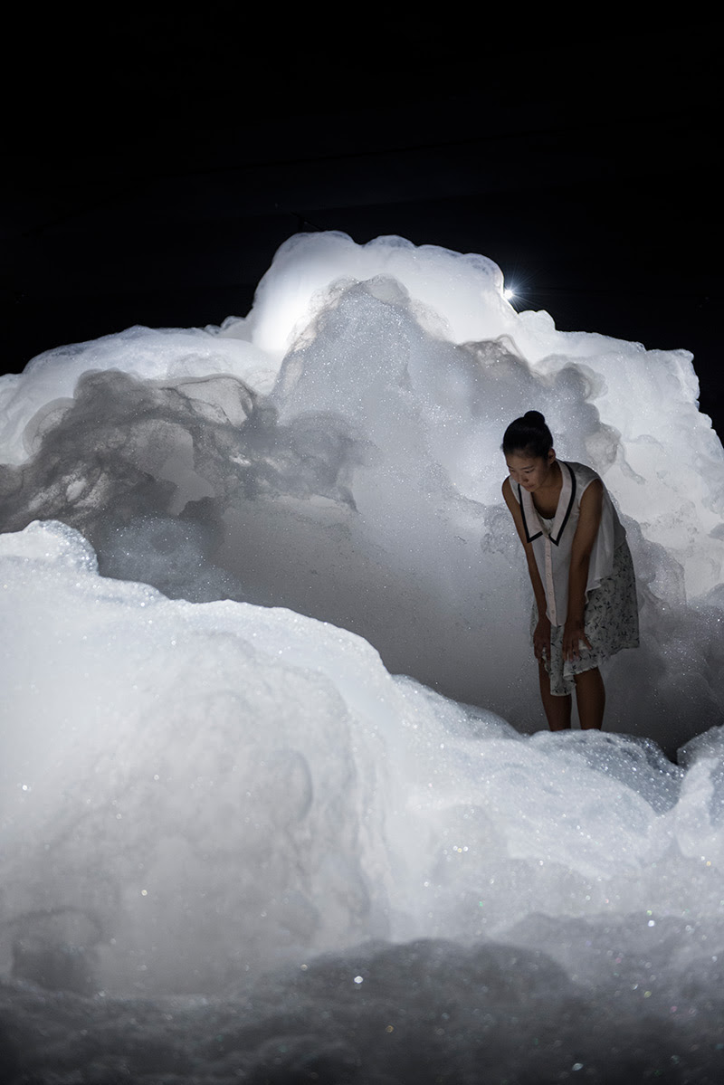 Immersive Foam Clouds Tower Over Visitors to the 2013 Aichi Triennale installation clouds bubbles