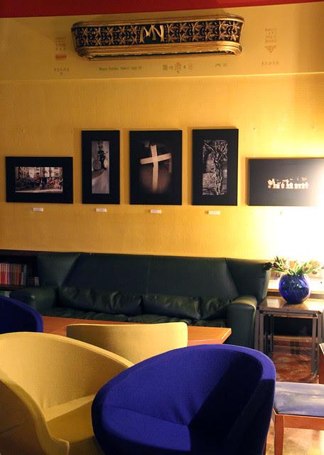 TRAS LOS PASOS - EXPOSICIÓN COLECTIVA SOBRE LA SEMANA SANTA - HOTEL QUINDÓS - CARLOS GONZÁLEZ