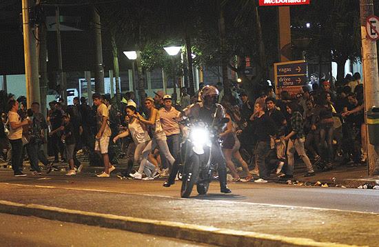 Festa na zona leste de São Paulo acaba em confronto com policiais militares e oito jovens detidos