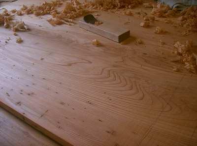 屋久杉テーブル天板鉋かけ