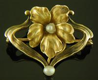 Art Nouveau flower brooch. (J9326)