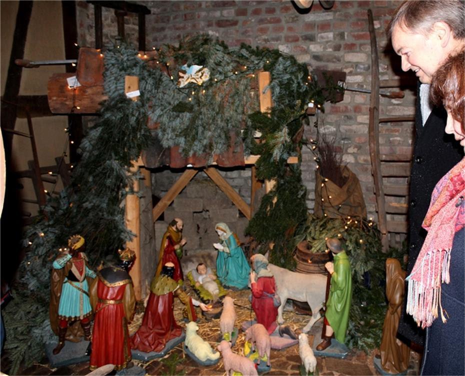 Weihnachtliche Melodien erklangen an der historischen Krippe