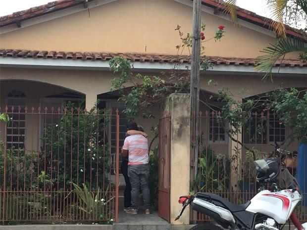 Homem reage a agressão contra pai e é morto por criminosos em Lorena (Foto: Poliana Lorena/ G1)