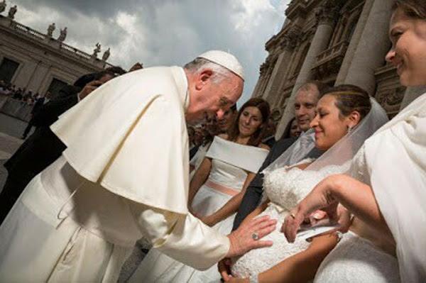Pope Francis blesses pre-marriage cohabitation 01