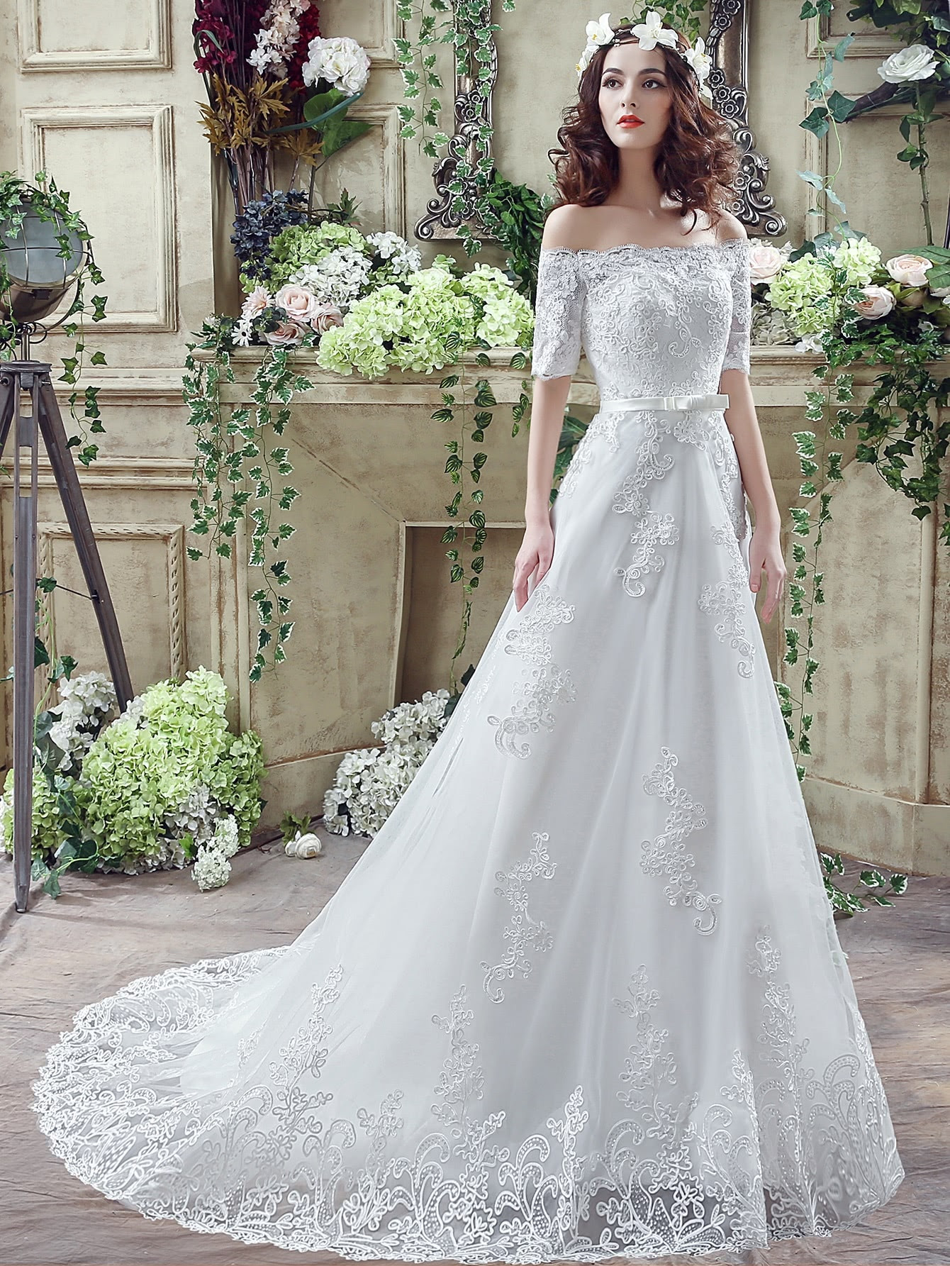 White Embroidery Boat Neck Wedding Dresses With Belt