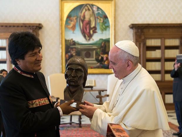 Presidente boliviano, Evo Morales, teve um encontro com o Papa Francisco no Vaticano nesta sexta-feira (15) (Foto: L'Osservatore Romano/ AP)